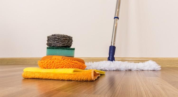 cleaning vinyl floor